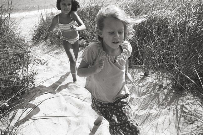 Ellie and Aubrey, Amagansett, Leica M6 TTL, 35mm summicron, Kodak Tri-X