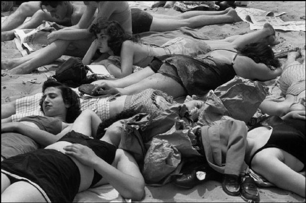 NEW YORK—Coney Island, 1946. © Henri Cartier-Bresson / Magnum Photos