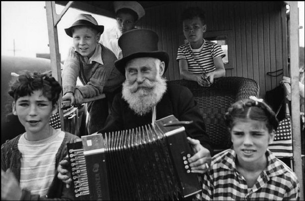 CAPE COD, Mass.—Independence Day, 1947. © Henri Cartier-Bresson / Magnum Photos