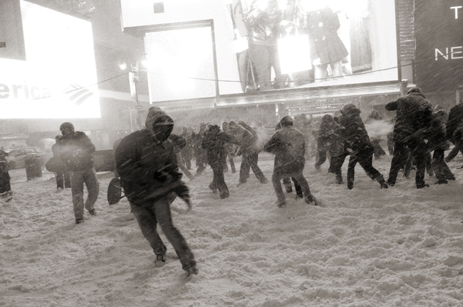 Snowball fight in Times Square 12/19/09 © Doug Kim