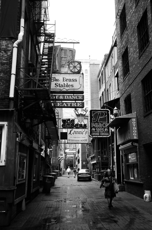 Printers Alley, Nashville, TN © Doug Kim