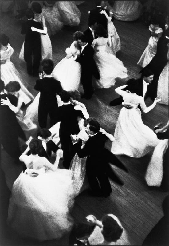 LONDONQueen Charlotte&#039;s Ball, 1959.  Henri Cartier-Bresson / Magnum Photos
