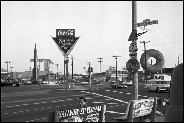 LOS ANGELES—The corner of Sepulveda and Washington Boulevards in Culver City, 1960. © Dennis Stock / Magnum Photos