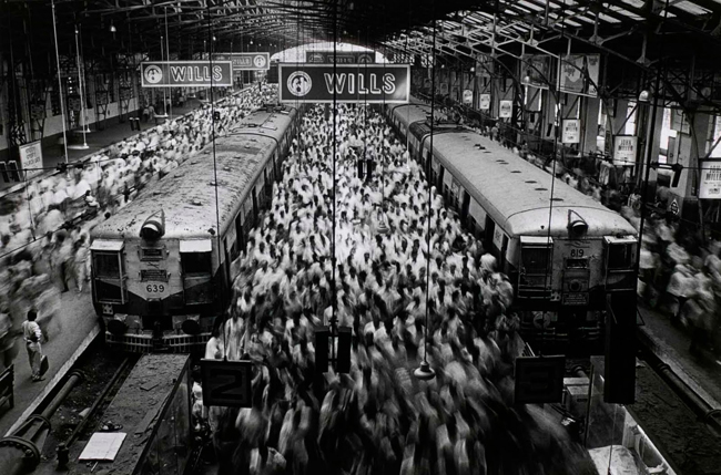 Church Gate Station, Bombay, Inida 1995 © Sebastião Salgado