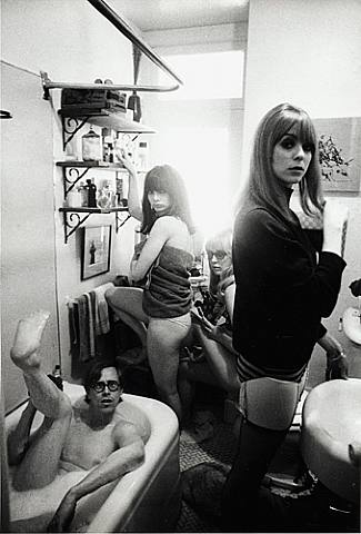 Bruce Conner (in tub), Toni Basil, Teri Garr and Ann Marshall, 1964  Dennis Hopper