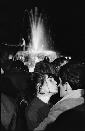 LONDON—Trafalgar Square on New Year's Eve, 1964.  © Ian Berry / Magnum Photos