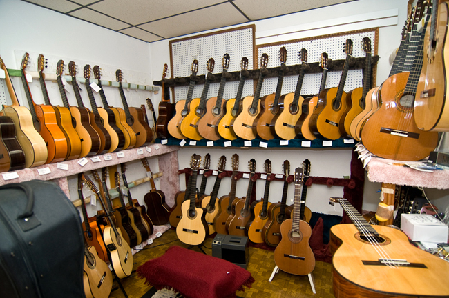 Luthier Music Corporation, Midtown; Nikon D300, 12-24mm Nikkor © Doug Kim