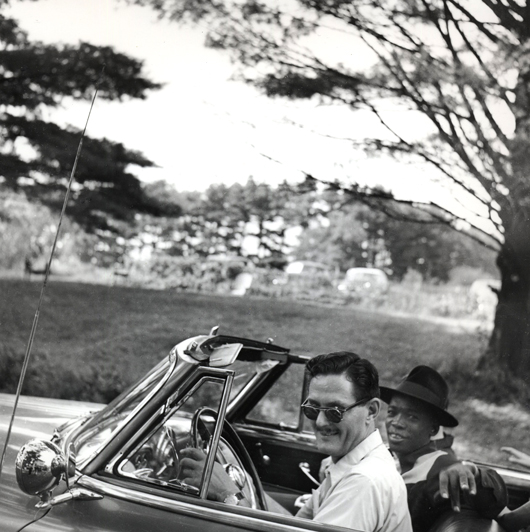 Marshall Stearns and John Lee Hooker © 1951 Clemens Kalischer