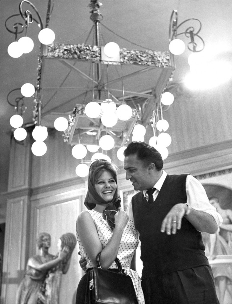 Claudia Cardinale and Federico Fellini during the production of FEDERICO FELLINI'S 8 1/2, 1963.