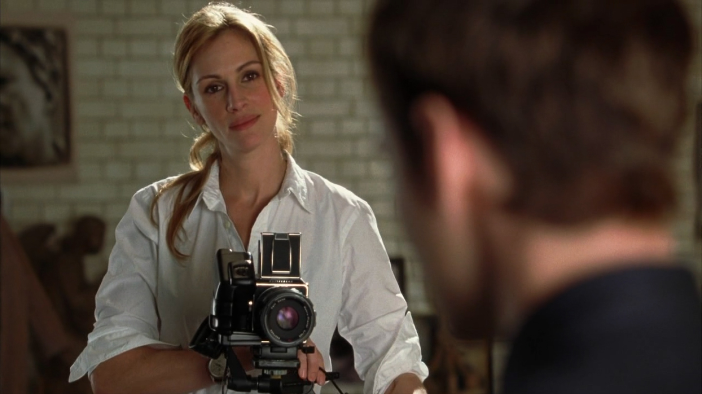 Julia Roberts shooting Jude Law with a Hasselblad; from the movie Closer (2004)