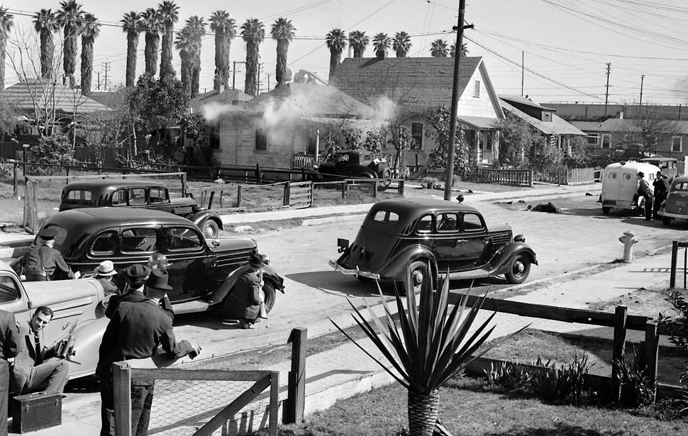 1938 police shootout, Los Angeles © J. H. McCrory, Los Angeles Times