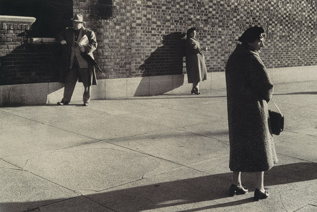 Untitled, 3 figures, Garry Winogrand, 1960 © The Estate of Garry Winogrand