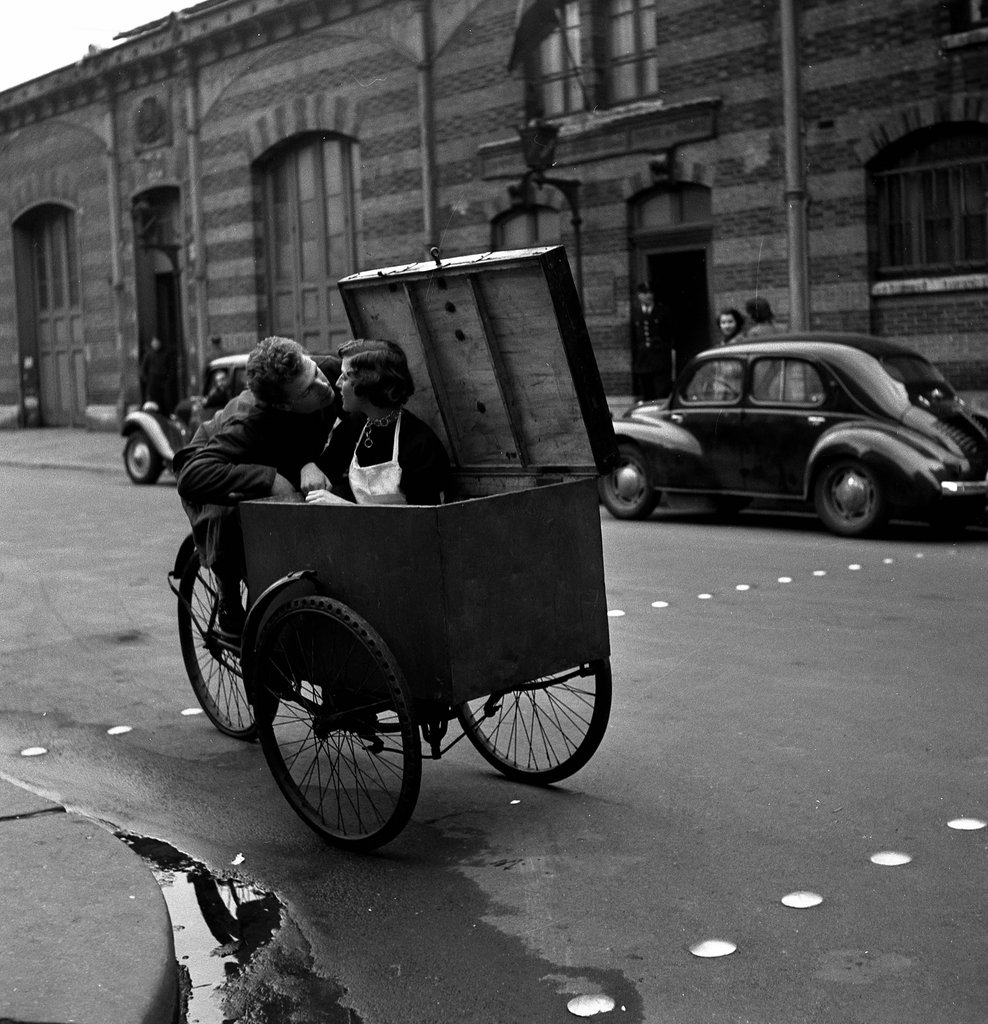 Baiser Blotto, 1950 © Atelier Robert Doisneau courtesy of GAMMA-RAPHO Agency