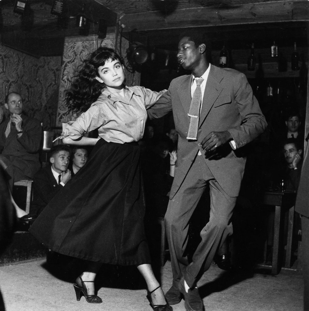 Be Bop en cave, Saint-Germain-des-prés, 1951 © Atelier Robert Doisneau courtesy of GAMMA-RAPHO Agency
