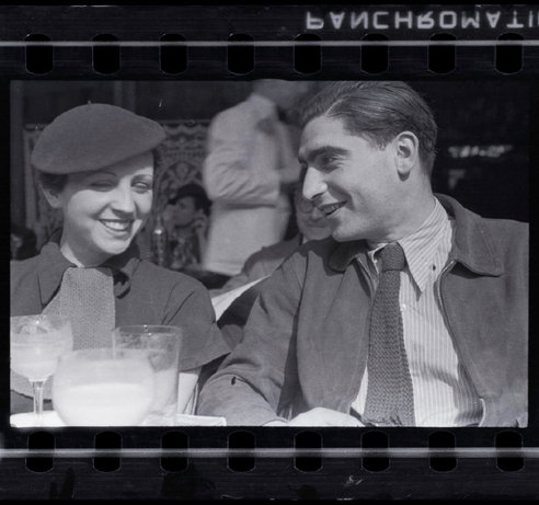 PARIS—Photographers Gerda Taro and Robert Capa at the Café du Dôme in Montparnasse, early 1936. © Fred Stein / Magnum Photos