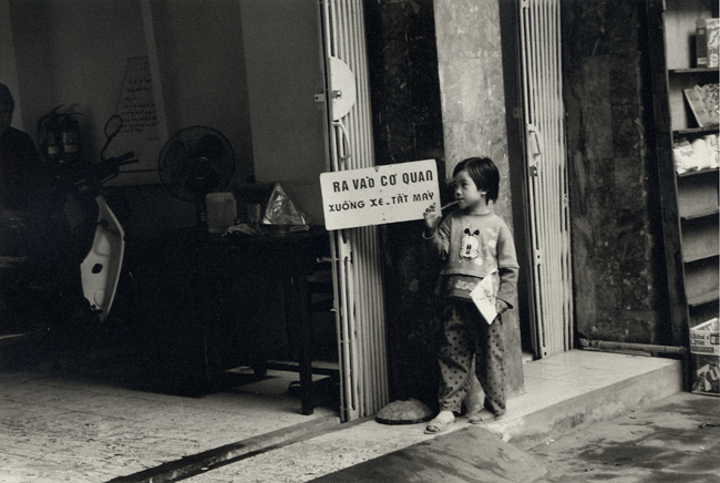 Threshold, Hanoi, Vietnam; Nikon N90, 28-70mm Nikkor, Agfa APX 400, printed
