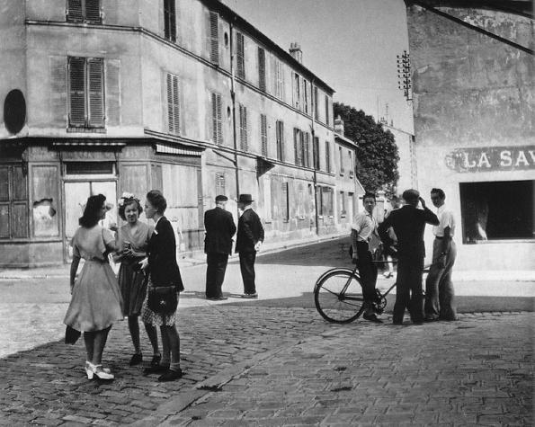 Sunday morning in Arcueil 1945 © Robert Doisneau