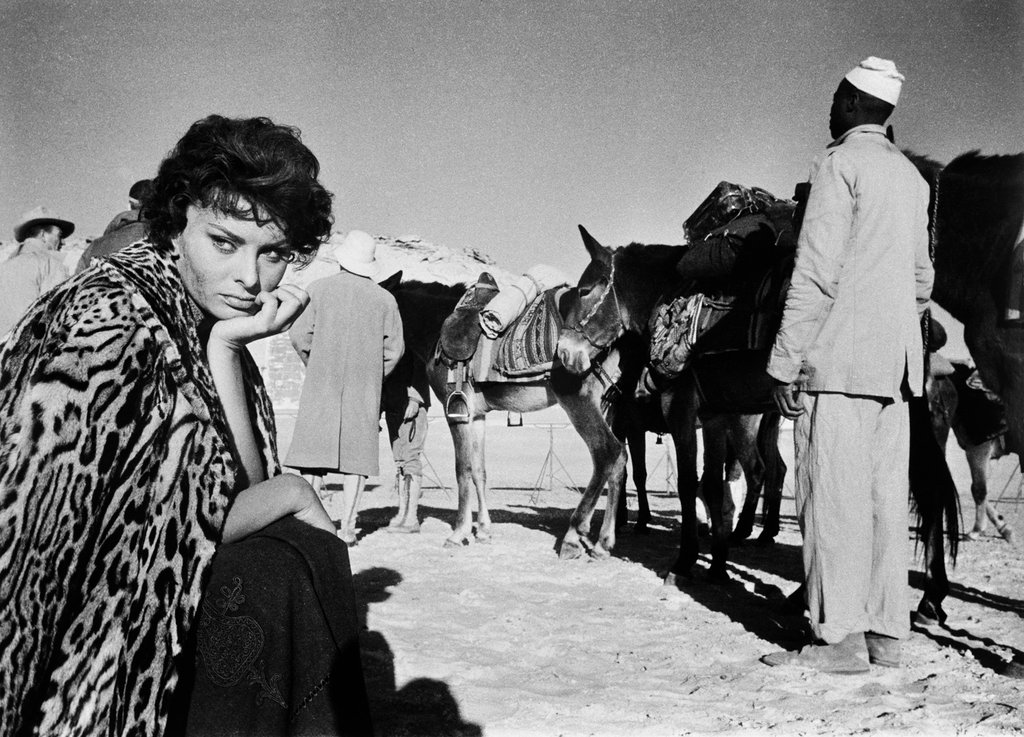 "Sophia Loren in ""Legend of the Lost"" in the Libyan desert, 1957 © Phil Stern"