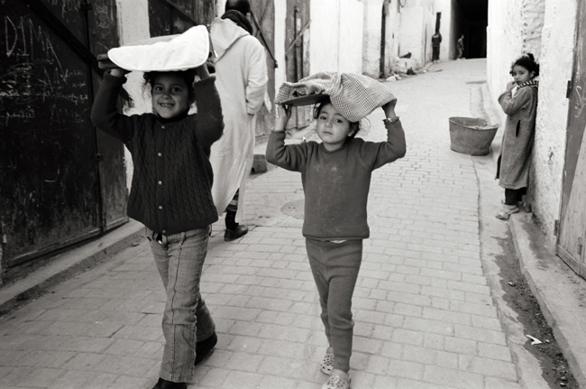 Bringing the baked bread home, Fez, Morocco; Leica MP 0.58, 35mm Summicron, Kodak Tri-X © Doug Kim