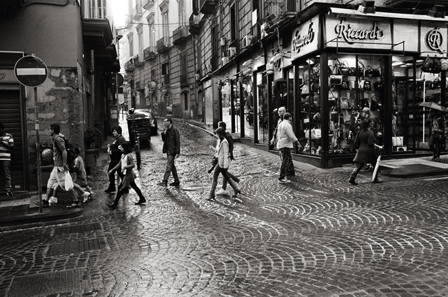 Via Enrico Pessima, Napoli; Leica MP 0.58, 35mm Summicron, Kodak Tri-X © Doug Kim