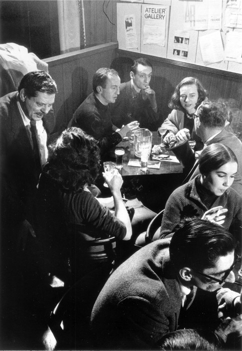 Back Table at the Five Spot [David Smith(standing on left), Frank O'Hara (seated), Larry Rivers, and Grace Hartigan] © Burt Glinn, 1957