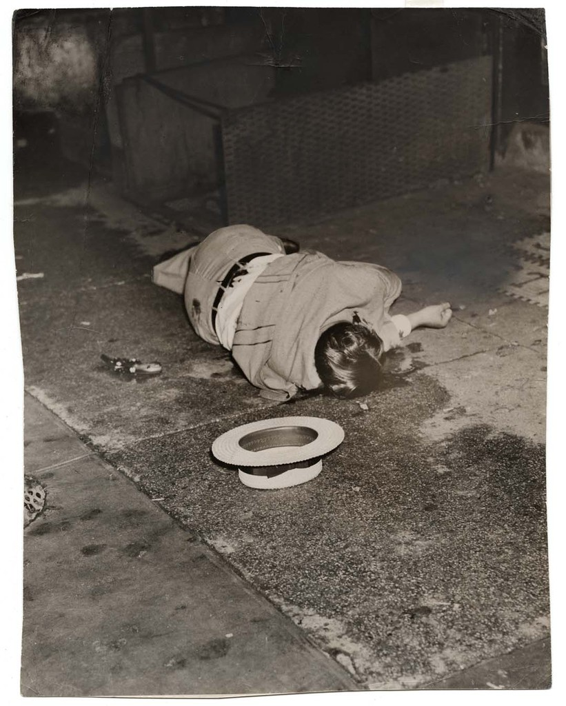 Body of Dominick Didato, Elizabeth Street, New York, August 7, 1936 © Weegee