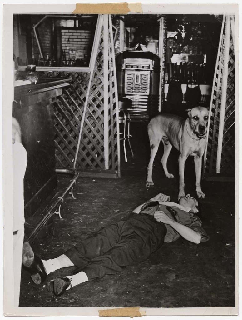 Killing Over a Glass of Warm Beer, July 31, 1941 © Weegee