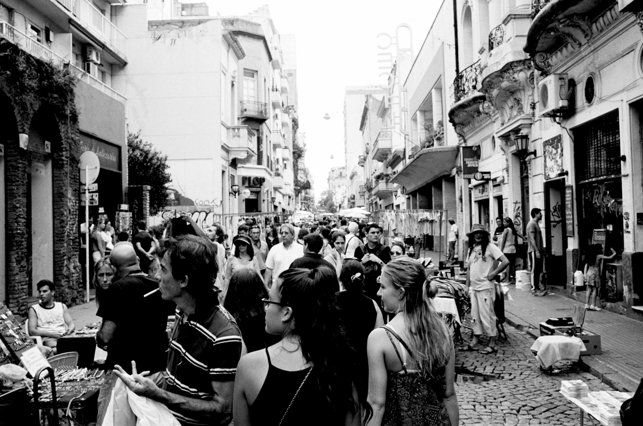 San Telmo, Buenos Aires, Argentina; Leica MP 0.72, 35mm Summilux, Kodak Tri-X © Doug Kim street fair, dancing, artists, tourists, sightseeing, street life
