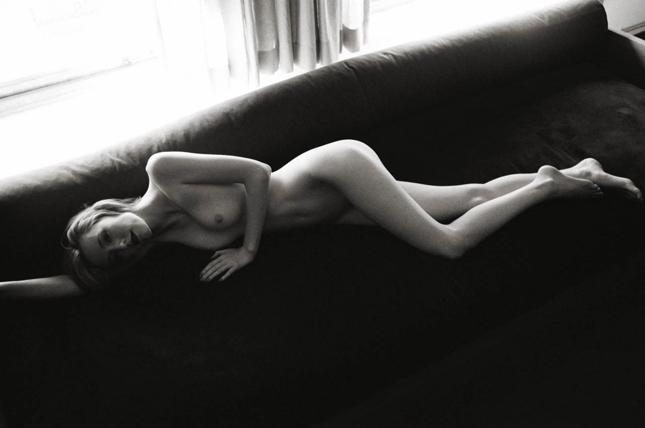 V, Los Angeles Leica MP 0.58, 35mm Summicron, Kodak Tri-X © Doug Kim nude model naked sexy boudoir beautiful