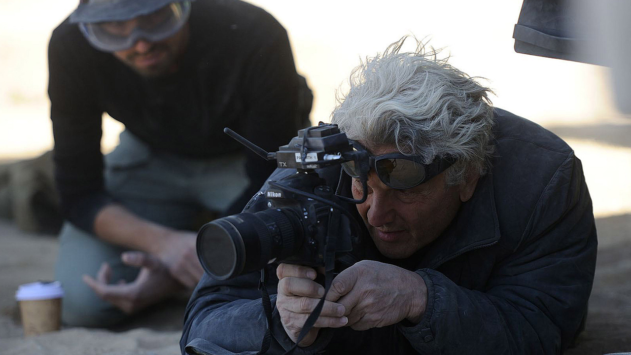 George Miller on the set of Mad Max: Fury Road (2015)